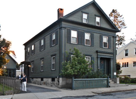 photo shows the lizzie borden bed and breakfast from the street